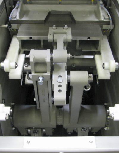 Benier-Dividing-Dough-Expert-main-piston-and-knife-e1418025699821